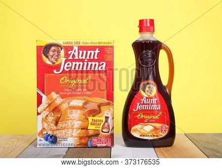 Alameda, Ca - June 23, 2020: Aunt Jemima Pancake Mix Next To A Bottle Of Original Syrup. The Pancake