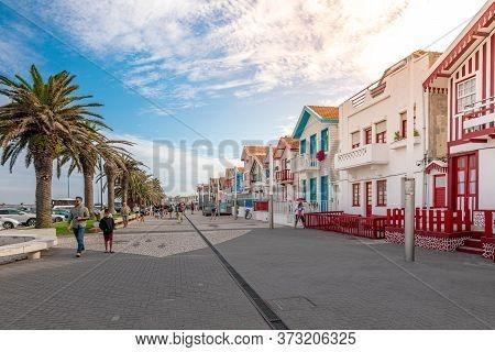 Street With Typical Striped Fishing Houses Costa Nova, Aveiro, Portugal. Costa Nova, Portugal - Augu