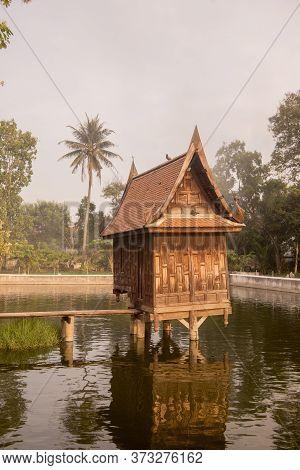 Thailand Phetburi Wat Yai Suwannaram Temple