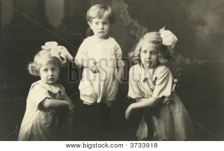 Vintage Family Photo Early 1900S Baby And Kids
