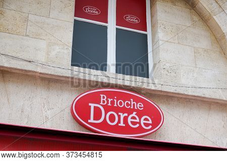 Bordeaux , Aquitaine / France - 05 05 2020 : Brioche Doree Shop Brand Logo And Sign On Wall Store