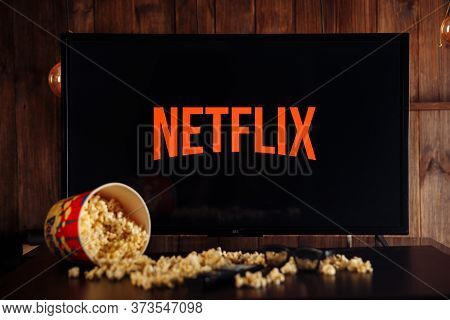 Tula, Russia, 04 May 2020: Netflix On The Tv Screen. Popcorn And Glasses.