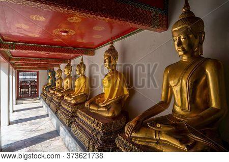 Bangkok, Thailand - December 24, 2015: Row Of Sitting Meditating Buddha Sculptures In Wat Pho, Templ