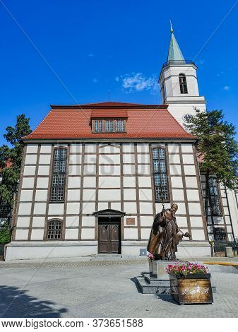 Zielona Gora Poland 8 June 2019 Church Our Lady Of Częstochowa With Statue In Front Of