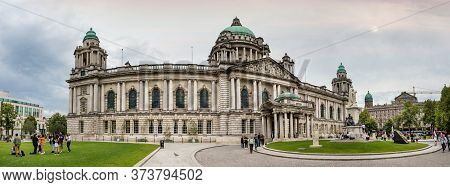 Belfast, Northern Ireland, Uk - July 30, 2019: Perspective View Of The Belfast City Hall At Donegall