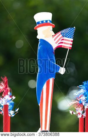 Arlington, Texas, Usa - July 4, 2019: Arlington 4th Of July Parade, Small Ornament In The Shape Of U