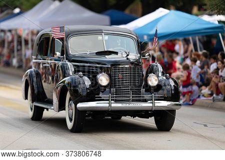 Arlington, Texas, Usa - July 4, 2019: Arlington 4th Of July Parade, Cadillac Classic Car, With Ameri