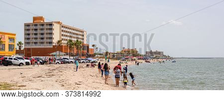 Corpus Christi, Texas, Usa - June 30, 2019: People Enjoying The Day At The Golf Place Beach Park On