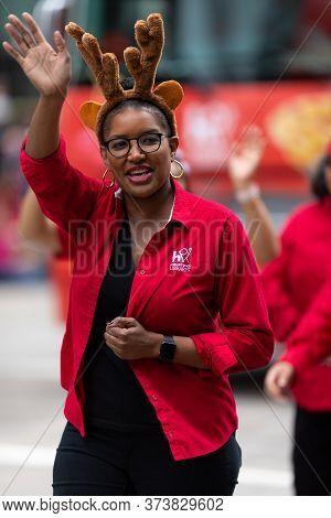 Houston, Texas, Usa - November 28, 2019: H-e-b Thanksgiving Day Parade, Woman Promoting The Houston