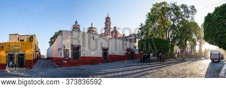 San Miguel De Allende, Guanajuato, Mexico - Nov 25, 2019: Locals Starting Their Daily Life Infront O
