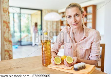 Home remedies for cleaning lemon and vinegar make themselves at home