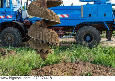 Tracer Tractor With Auger For Soil Drilling For Piles