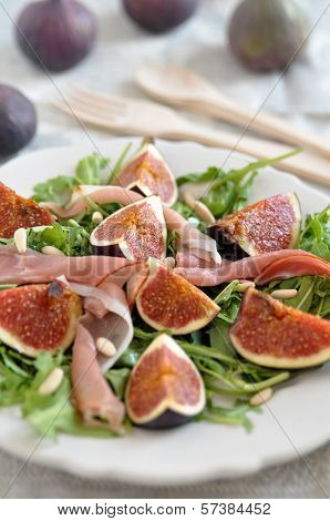 Fresh salad with figs