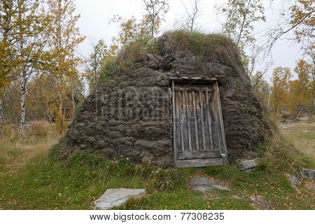 Sami, Lapp, Sapmi use of peat for a nest.