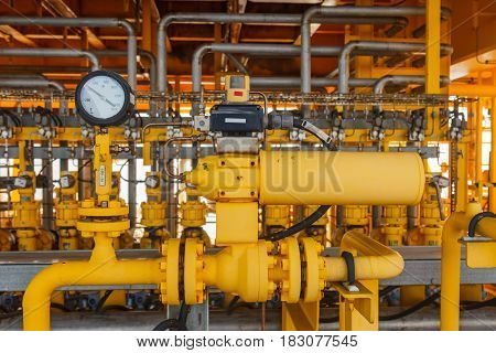 Pressure gauge for monitoring measure pressure production process Oil and gas or petroleumOffshore energy and petroleum industry is major of the world