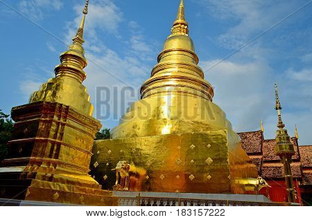 The temples of Buddhism amaze the imagination with their beauty, gold and majesty, nature as if the architect is hammering these buildings
