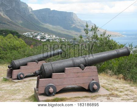 CAPE TOWN SOUTH AFRICA, CANNONS, THE DUTCH ARRIVED IN THE CAPE IN1652, THEY SET UP THE CANNONS TO PROTECT THE CAPE COAST
