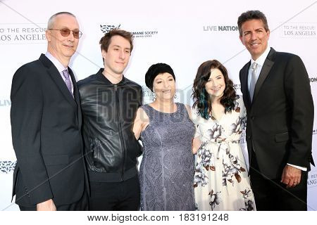 LOS ANGELES - APR 22:  Bud Grimmie, Tina Grimmie, Marcus Grimmie, Sarah Luebkemann, Wayne Pacelle at the 2017 The Humane Society Gala at Parmount Studios on April 22, 2017 in Los Angeles, CA