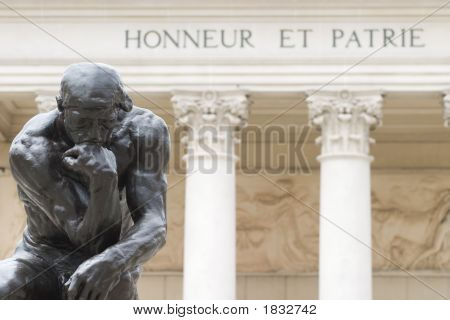 Rodin'S Thinker Honneur Et Patrie Close Up