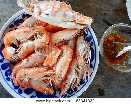 Steamed Flower Crab Or Blue Crabs And Shrimp Or Prawn With Spicy Seafood Sauce