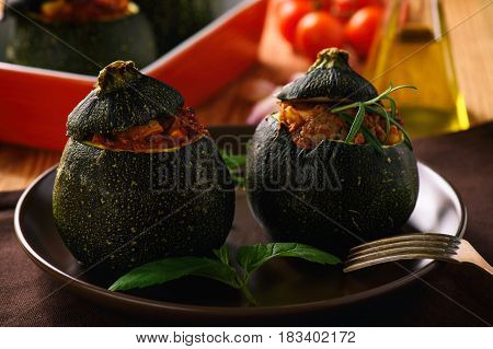 Zucchinies stuffed with meat and vegetables .