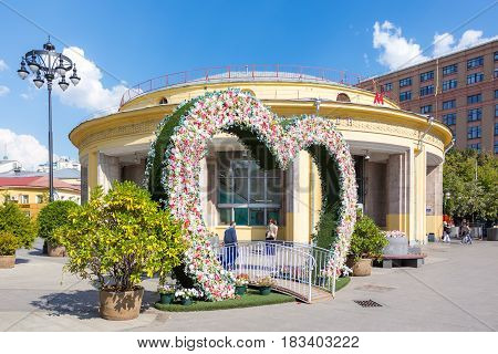 MOSCOW - AUGUST 7 2016: Summer flower decoration on Pyatnitskaya street near Novokuznetskaya metro station. This area was reconstructed in 2014.