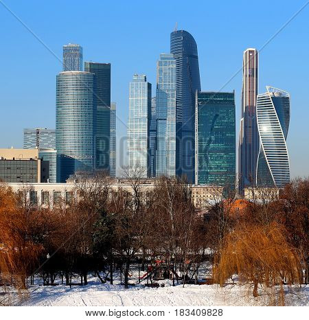 Photo landscape of blue skyscrapers in the center of Moscow