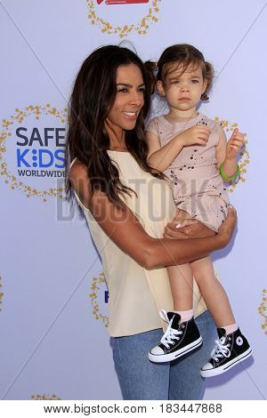 LOS ANGELES - APR 23:  Terri Seymore, Coco Seymour-Mallon at the Safe Kids Day at the Smashbox Studios on April 23, 2017 in Culver City, CA