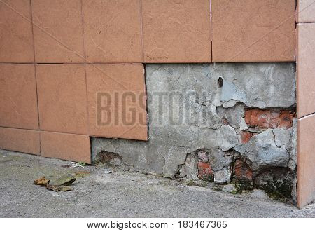 Replace Repair Portions of Broken Porcelain Foundation House Wall Tiles