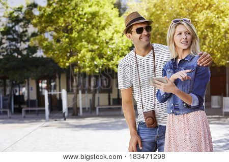 Tourists finding way in city with tablet