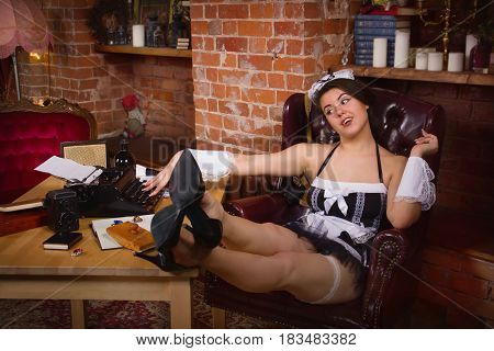 Young Sexy Chambermaid Does The Cleaning