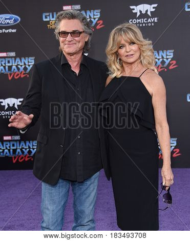 LOS ANGELES - APR 19:  Kurt Russell and Goldie Hawn arrives for the