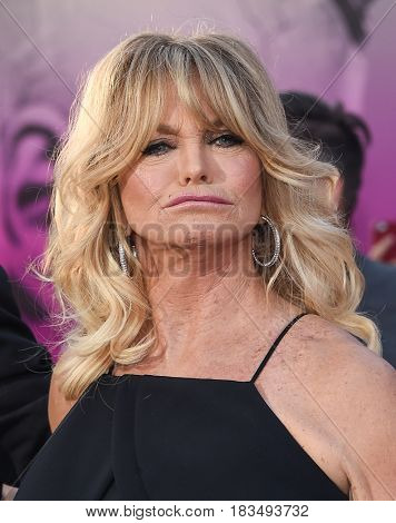 LOS ANGELES - APR 19:  Goldie Hawn arrives for the