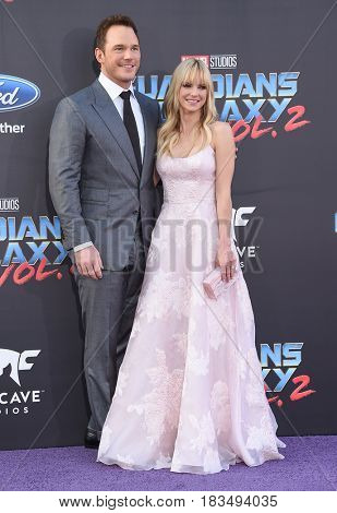 LOS ANGELES - APR 19:  Chris Pratt and Anna Faris arrives for the