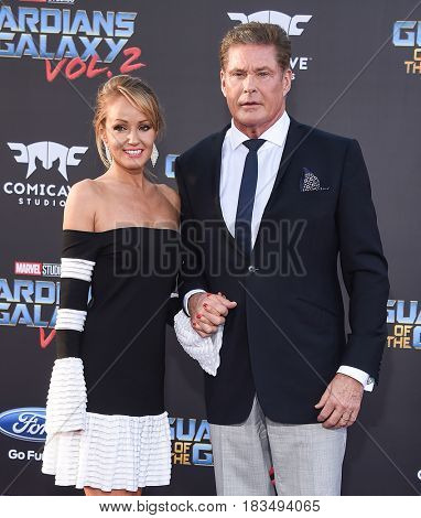 LOS ANGELES - APR 19:  David Hasselhoff and Hayley Roberts arrives for the