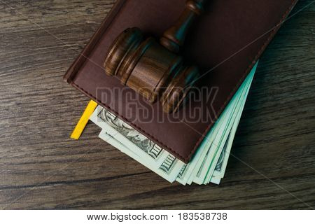 Hammer chairman, folder with banknotes