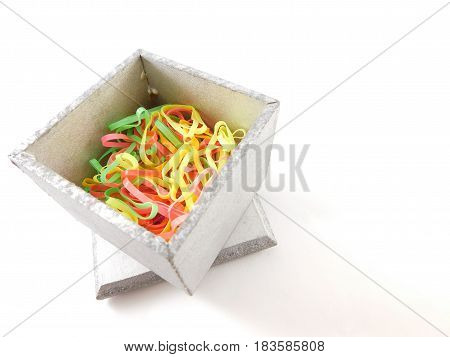 Box with elastic bands for hair of many colors.
