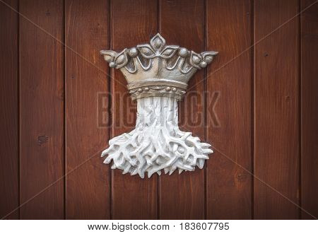 brasov coat of arms on wooden planks