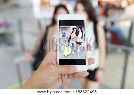 Photo taking on girls go for travel