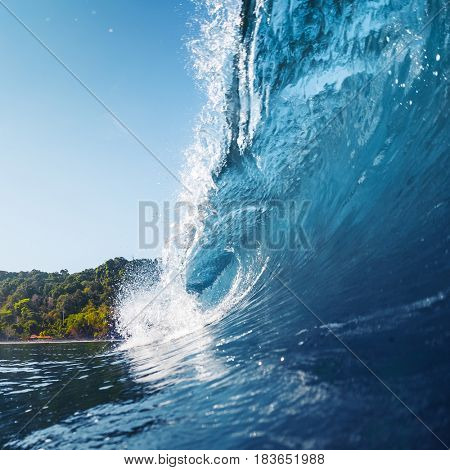 Wave breaking and barreling on the tropical shore