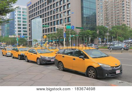 TAIPEI TAIWAN - DECEMBER 6, 2016: Taxis wait for passengers in front of Taipei 101.