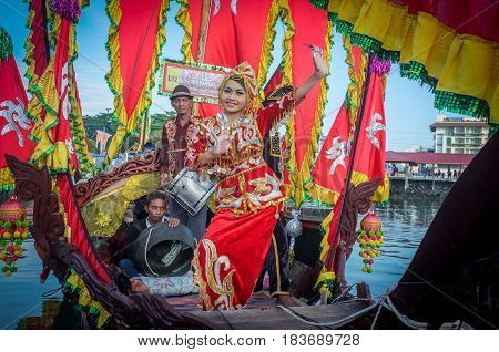 Semporna,Sabah-Apr 22,2017:Beautiful sea Bajau girl of Semporna,Sabah,Borneo in traditional costume during Regata Lepa Lepa in Semporna,Sabah,Borneo.Lepa means Boat in the dialect of Sea Bajau people