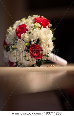 Gorgeous Bride Bouquet with gold wedding rings