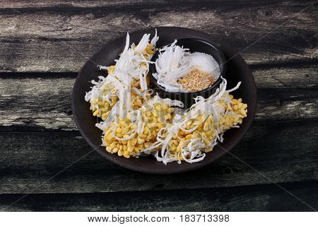 Streamed Mung Bean Topped Roll Coconut .