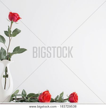 the bouquet of red roses in vase