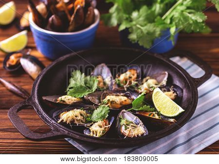 Baked Shellfish Mussels With Cheese, Cilantro And Lime