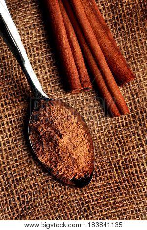 Cinnamon sticks and a spoonful of ground cinnamon