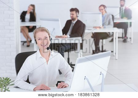 Contact Center Consultant With Co-workers