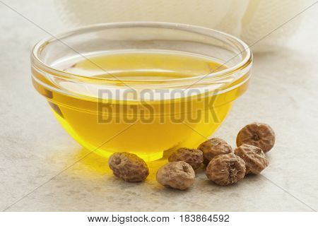 Glass bowl with Chufa oil and nuts