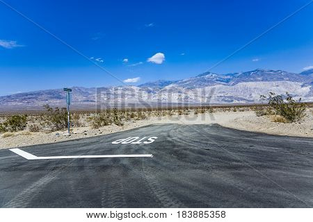 Driving Sr 190 Thru The Death Valley In The Small Panamint Valley